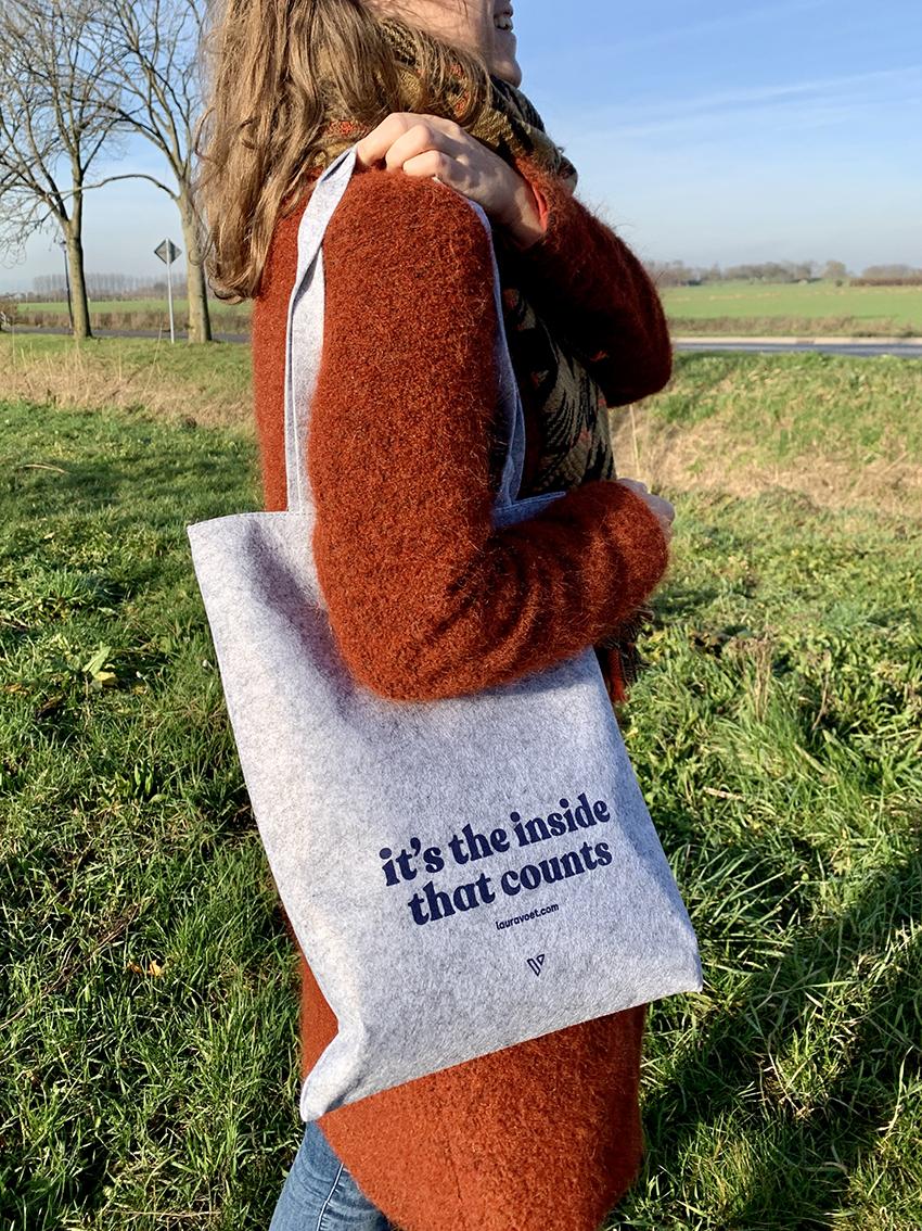 Duurzame grijze vilten tas voor hergebruik